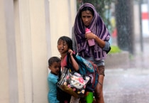 Survivors walk like zombies as typhoon Haiyan ravages Philippines mercilessly