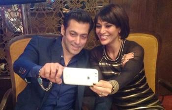 Salman Khan (left) and Koel Purie Rinchet