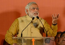 Modi addresses a rally in Mumbai, says Congress ganging up against him