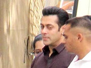 Busy Salman Khan meets young fan while shooting for Kick!