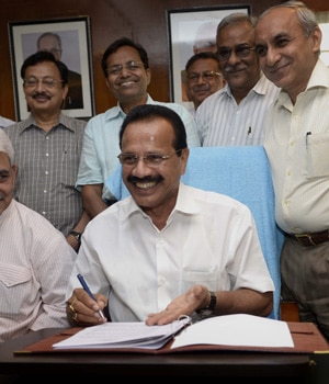 Railway Budget 2014-15, D.V. Sadananda Gowda, Manoj Sinha, Railway Ministry