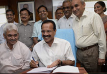 Gowda gives the final touch to Railway Budget 2014-15