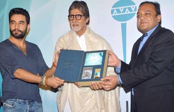 Big B unveiling Shekhar Ravjiani's Hanuman Chalisa