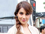 Sonam and Bipasha promote films at college fest: Who looks better?