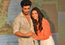 Arjun, Deepika unveil shake your bootiya song from Finding Fanny