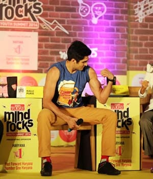 Kalli Purie, Group Synergy and Creative Officer, India Today Group, with Boxer Vijender Singh at the India Today Mind Rocks Chandigarh 2014.