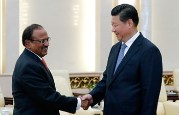 Xi Jinping shaking hands with Shivshankar Menon
