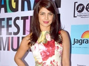 B-Town celebs rock the red carpet at Mid Day Jagran Film Festival 2014
