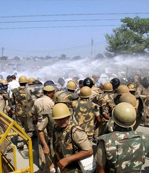 ajit singh, rld workers, clash with police, rashtriya lok dal, stone pelting, bku workers, muradnagar, water supply to delhi