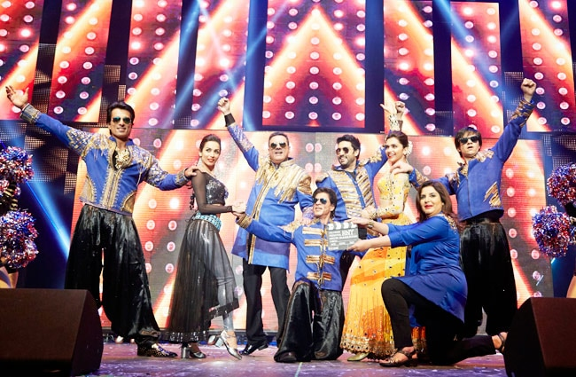 farah khan, deepika padukone, malaika arora khan, shah rukh khan, abhishek bachchan, bomanirani, sonu sood, vivaan shah, kanika kapoor, yo yo honey singh, happy new year, slam the tour