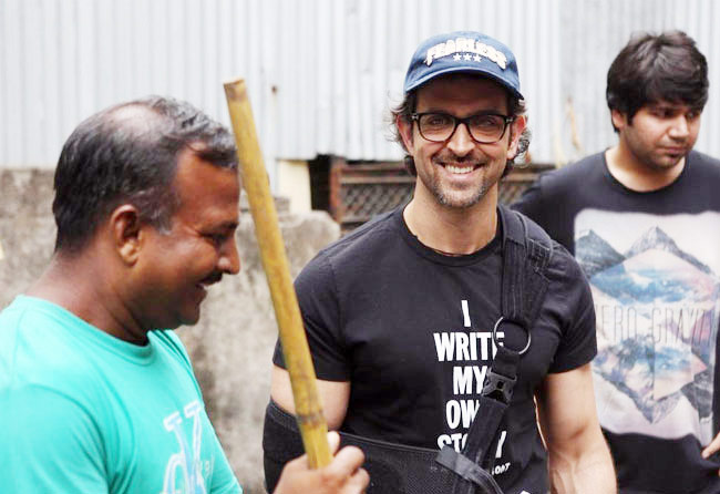 Hrithik Roshan spent his Saturday helping BMC workers clean his surroundings.