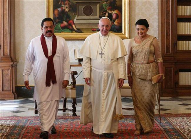 Sri Lankan President Mahinda Rajapaksa meets with Pope Francis
