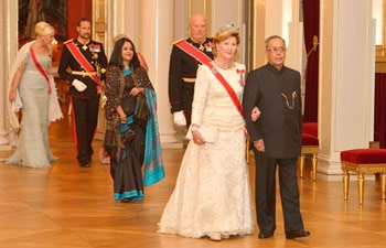 Pranab Mukherjee with the royal family