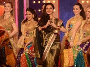 Bigg Boss 8: Is Rekha still in love with Big B?