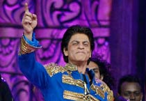 SRK, Madhuri, Kareena mesmerise audiences at an award night