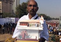AAP supporters storm Ramlila Maidan as Kejriwal takes oath as CM