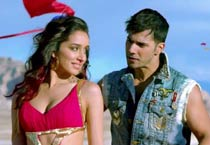ABCD 2 first stills: Varun and Shraddha are the new dancing sensation in town