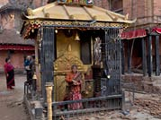 Nepal quake victims pray