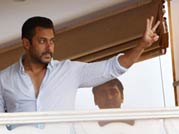 Don't miss: Salman's special appearance on his balcony