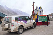 To the 3 lakes of Ladakh in a Montero