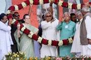 Sonia, Nitish and Lalu at Swabhiman rally in Patna