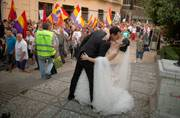 9 photos of weddings amid chaos