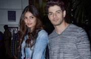 Celeb Spotting: Athiya-Sooraj glam it up for the paparazzi, Manjhi team celebrates film's success