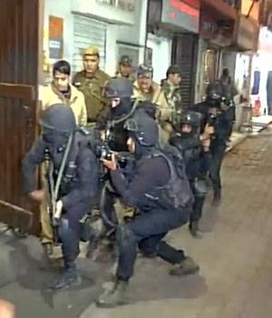 Ahead of the Republic Day celebrations, Delhi police conducted a mock drill in Khan Market area today.