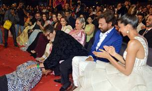 From Ranveer Singh falling at Big B's feet to Akshay Kumar shaking a leg with Ranveer, Star Screen Awards 2016 seemed to be a fun-filled night for B-Town celebs. Here's a look at the inside pictures of the event.