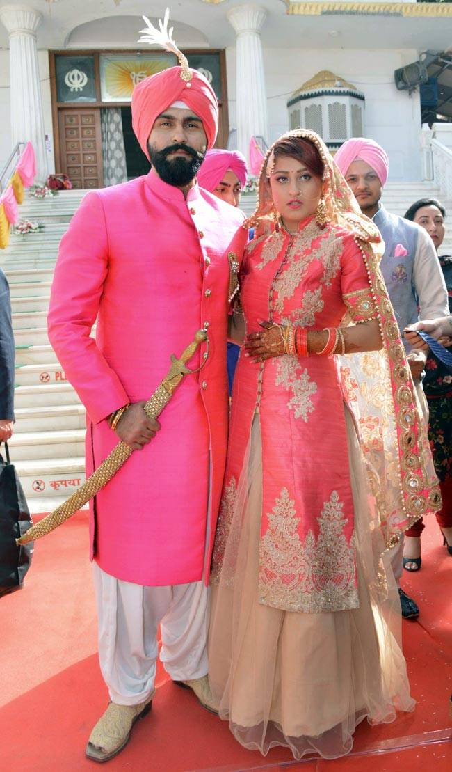 Bigg Boss season 8 contestant Aarya Babbar tied the knot with girlfriend Jasmine Puri on February 22. Here's looking at the bride and the groom.