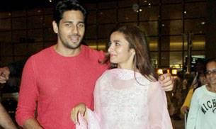 Sidharth Malhotra and Alia Bhatt were a sight for sore eyes, even at the airport. Among the other stars who were clicked at the airport were Shah Rukh Khan, Ranveer Singh and Aditya Roy Kapur.