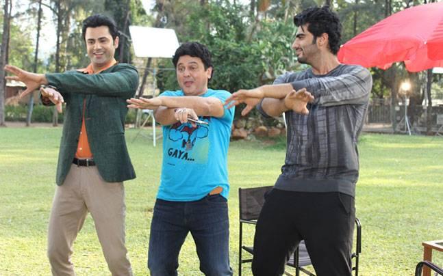 Arjun Kapoor taught some fun dance moves to Ali Asgar and Ather Habib, as he visited the sets of Woh Teri Bhabhi Hai Pagle to promote his upcoming film Ki and Ka.