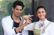Celeb Spotting: Rumoured lovebirds Sidharth-Alia interact with media, Ranveer clicked at Mehboob Studios