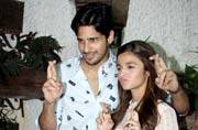 Kapoor and Sons screening: Alia and Sidharth keep their fingers crossed