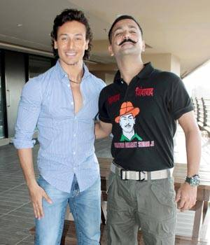 While Tiger Shroff posed with Master Shiru, Kabir Khan was spotted outside Salman Khan's residence.