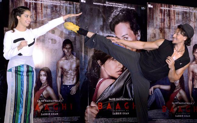 Tiger Shroff, who will be seen in Sabbir Khan's Baaghi, decided to teach his co-star Shraddha Kapoor some cool Kung Fu stunts during the promotion of the film.