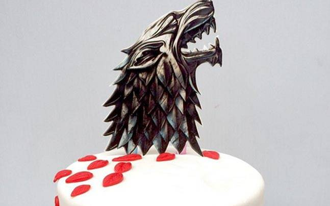 As the popular HBO TV series is halfway through Season 6, fans around the world are indulging in these beautiful and creative cakes.