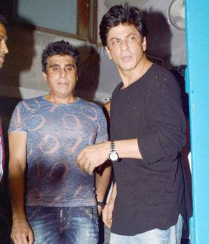 While Shah Rukh Khan was spotted outside a restaurant in Bandra, Akshay Kumar and the full team of Housefull 3 was clicked by the cameras at a promotional event ion the capital.