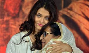 Aishwarya Rai Bachchan, who will play Dalbir Kaur in Omung Kumar's Sarbjit, got teary-eyed at Sarabjit Singh's prayer meet. Aishwarya Rai Bachchan, who will play Dalbir Kaur in Omung Kumar's Sarbjit, got teary-eyed at Sarabjit Singh's prayer meet.