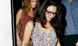 While Preity Zinta went for a dinner with friend Sussanne Khan, Saif Ali Khan and Kareena Kapoor Khan returned to Mumbai from London.