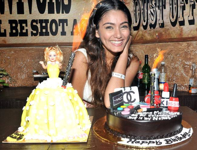 Sana Khan of Iss Pyaar Ko Kya Naam Doon? fame recently turned a year older. TV stars like Jay Bhanushali, Mahhi Vij, Suyyash Rai and Kishwer Merchant were present at the birthday bash. Check out the pictures.