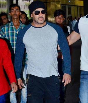 While Salman Khan has returned to Mumbai after attending IIFA ceremony, Saif Ali Khan has been treated and discharged from the hospital.