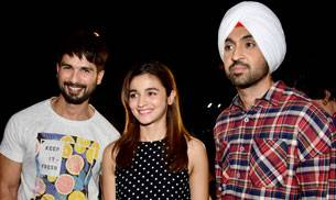 While Shahid Kapoor, Alia Bhatt and Diljit Dosanjh were spotted at the screening of Udta Punjab, Varun Dhawan was clicked by the lenses outside a theatre in Mumbai.