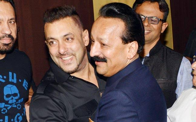 Two of Bollywood's biggest Khans, Shah Rukh and Salman, were yet again seen at Baba Siddique's annual Iftaar party. However, this time around the two did not arrive at the same time.