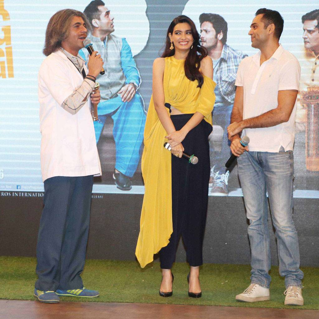 The trailer of Anand L Rai's Happy Bhaag Jaayegi was unveiled on The Kapil Sharma Show the other day. Check out the pictures.