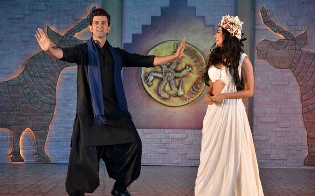 The Mohenjo Daro promotions kicked off on Tuesday (12th July) with Hrithik Roshan taking the lead to introduce debutant Pooja Hegde for the first time. The crew and cast, including director Ashutosh Gowariker and composer AR Rahman, were present.
