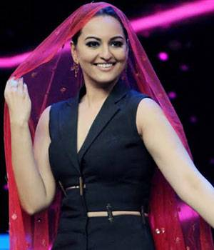 Sonakshi Sinha enacts a bit from her hit movie Dabangg with a Dance Plus participant.