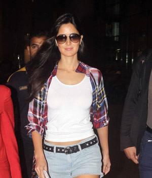 Ravishing beauty Katrina Kaif snapped at international airport. She will be next seen in Nithya Mehra's Baar Baar Dekho.