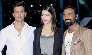 Hrithik Roshan, Pooja Hegde, and Remo D'Souza pose for the shutterbugs.