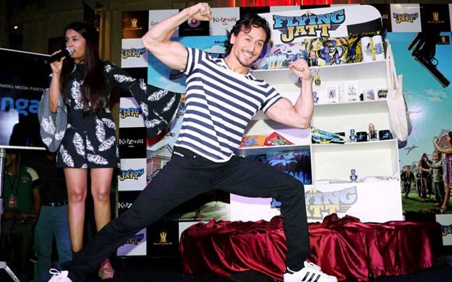 While Tiger Shroff was seen promoting his upcoming film A Flying Jatt at KidZania, Mumbai, Aamir Khan was seen at the Mumbai international airport.